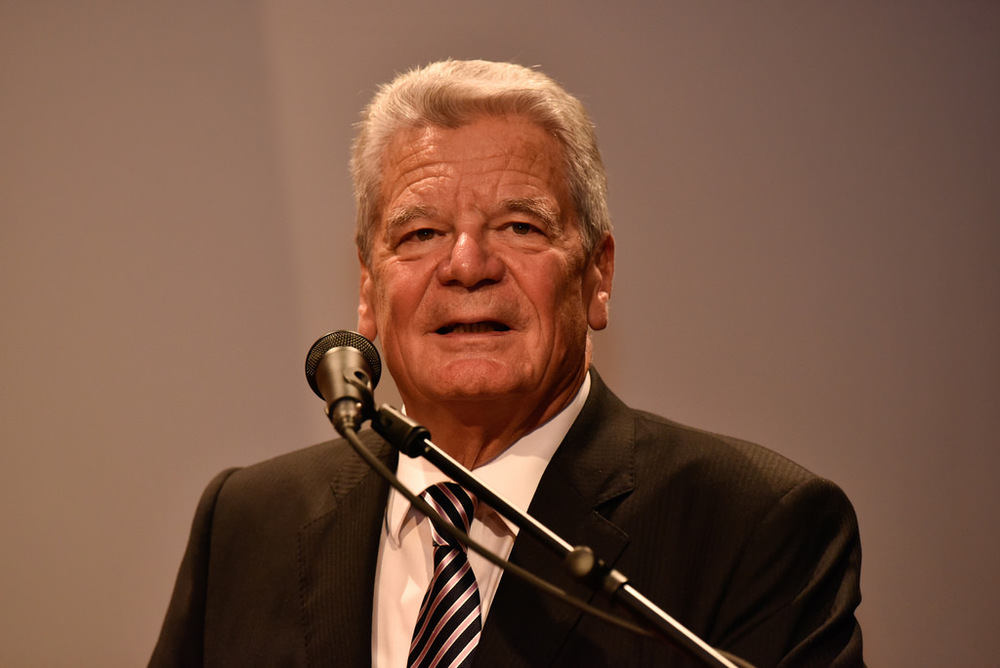 President Joachim Gauck travels to speak with President Obama and then travels to South Korea.