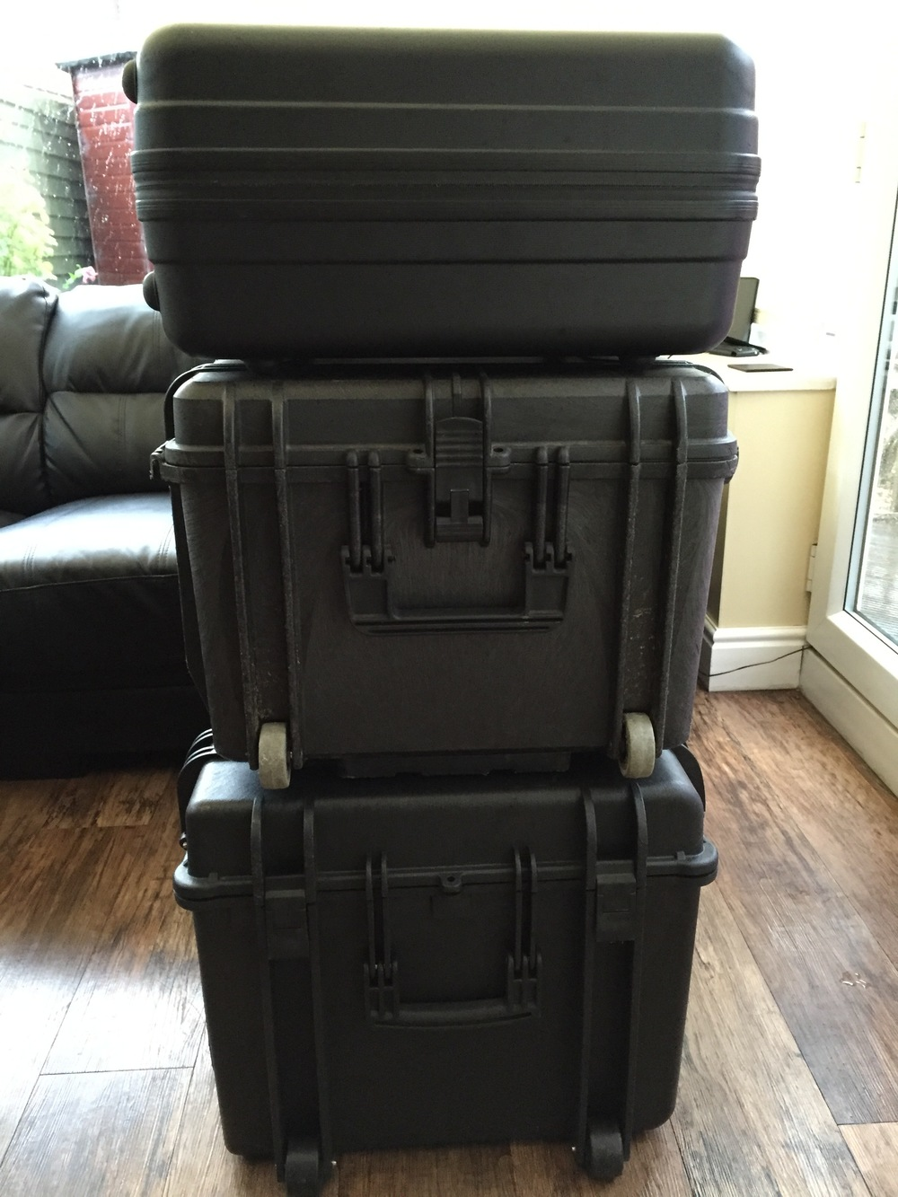 End View: DJI Inspire 1 Case (top), Multi Rotor Axessories Inspire 1 Travel Mode Case (middle) and Panzer Cases Aurora Inspire 1 Flight and Travel Mode Case (bottom).