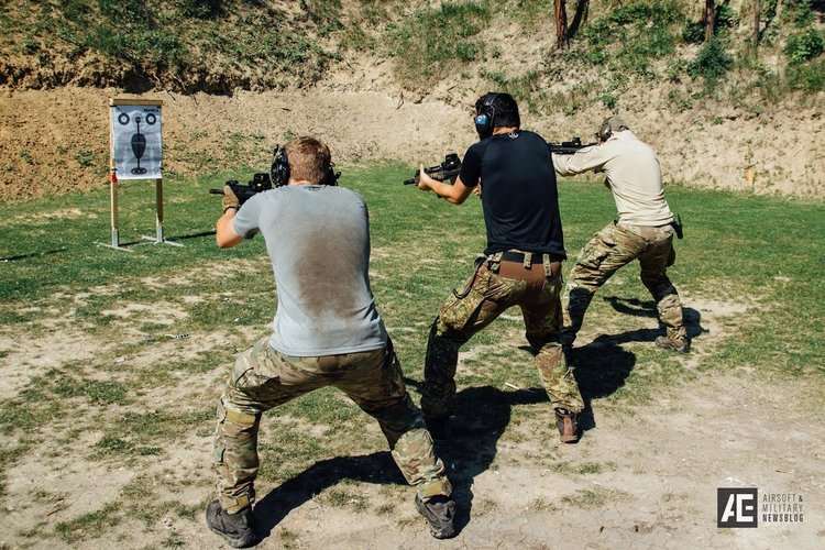 PG Chief instructor demonstrates to a shooting class how different positioning of the legs & hips effects the shoter bio-mechanics. NOTE : Left shooter has correct posture.