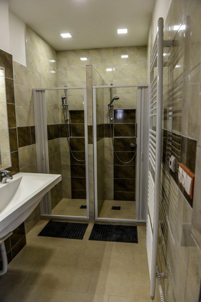 Showers 01.jpg