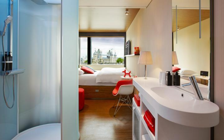citizenm-tower-london-bedroom-bathroom-large.jpg