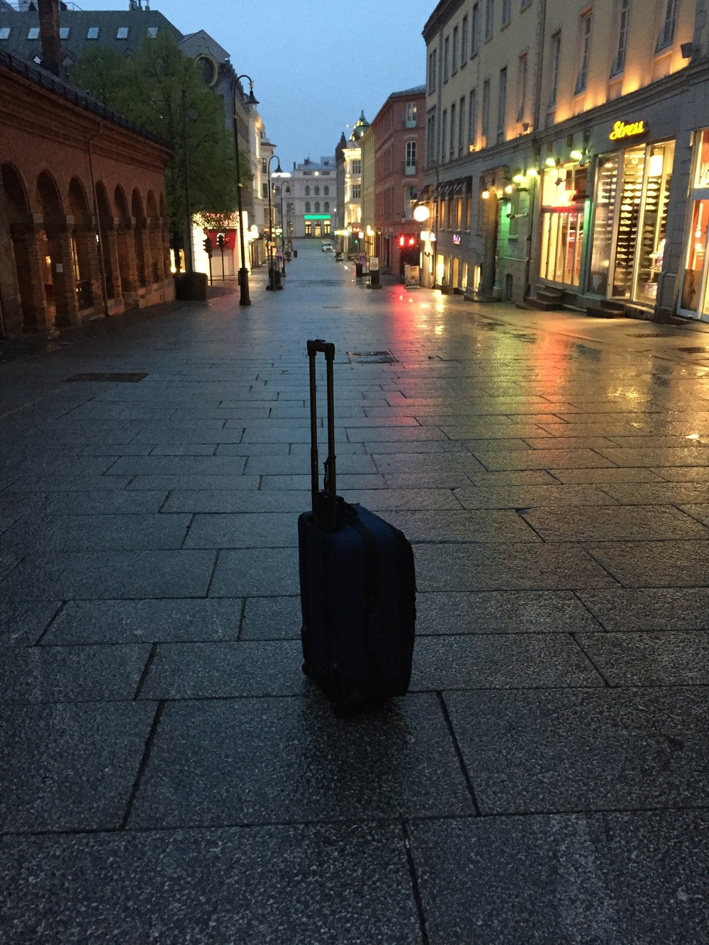 Lug this thing around the streets of Oslo and you'll want to leave it in the middle of the street too. Even if it's only with you because you're heading to the airport.