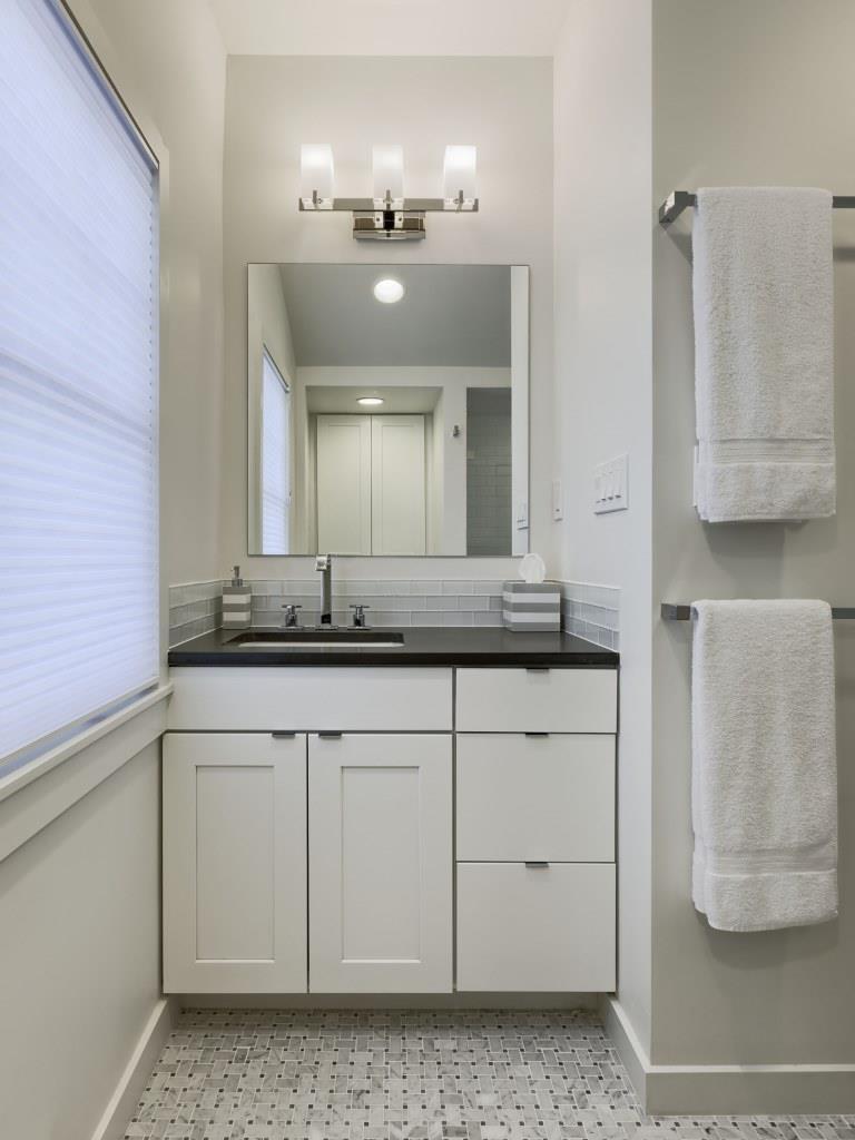 924 Main Bathroom-01.jpg