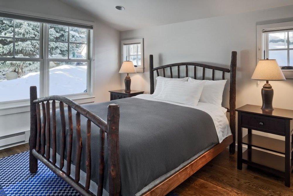 924 Main Bedroom 2.jpg