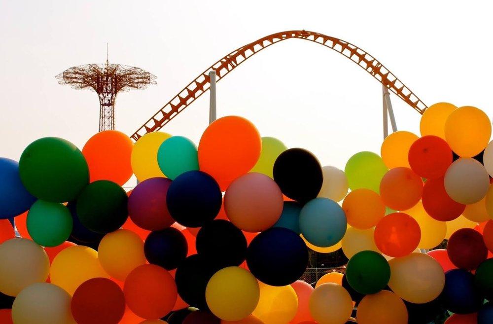 Untitled ( Balloons ) 2015 Coney Island , Brooklyn, NYC. © Ruben Natal-San Miguel