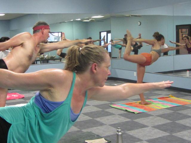 Bikram YOGA 90 MINUTES (26 POSTURES, 2 BREATHING EXERCISES)