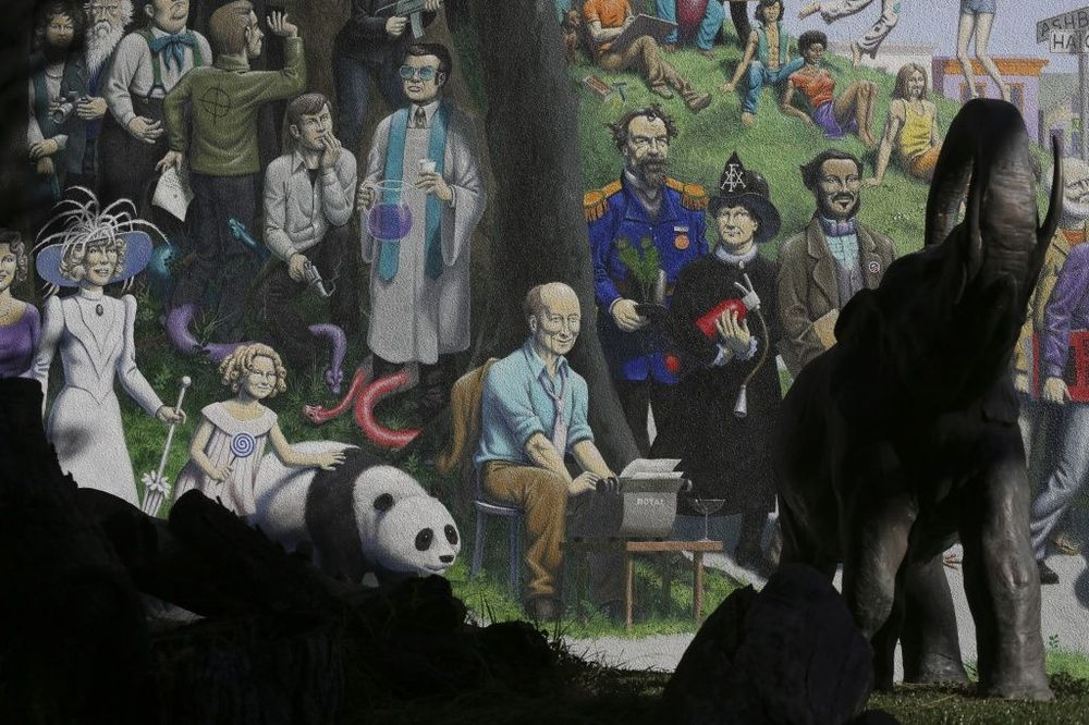 Detail from  Only in San Francisco  (2009), by Guy Colwell (b. 1945).  Large-scale, multi-paneled mural at the Pritikin Museum, San Francisco. Photograph  ©  2014  San Francisco Chronicle .