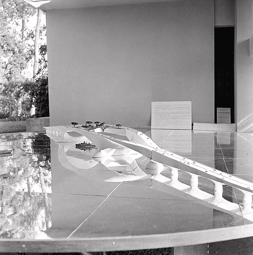 Model of the Butterfly-Wing Bridge , proposed Southern Crossing of San Francisco Bay, Frank Lloyd Wright, 1949. Part of the exhibition  Sixty Years of Living Architecture , Los Angeles, 1954. Photograph © Loch Crane. Source:  The Wright Library .