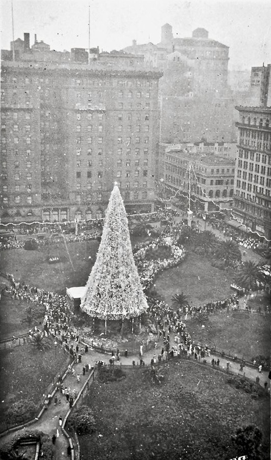 Christmas tree in Union Square, San Francisco, December 1930.*  Source unknown.