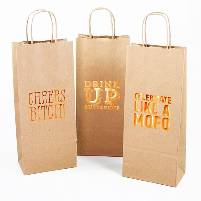 "Happy Monday! And no it's not too late to start drinking! Our wine bags make it easy for you to give the gift of ""spirits"" as well as other gifts too like chocolate. 😍 #winebags  #bag #kraft #gift #tsbcalum #drinkup #giftwrap #wholesale #winebag #goldfoil"