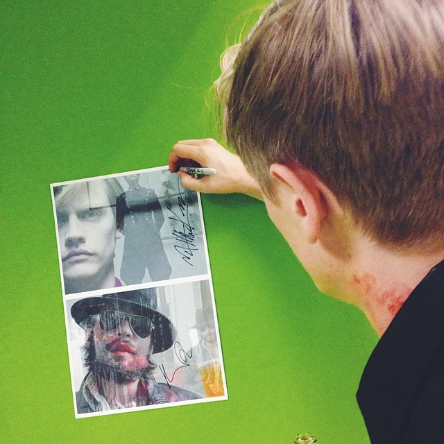 The Soldier @matthew_krause (with a bloody neck) signing his poster #Fassbinder #BloodOnTheCatsNeck #GoetheInstitut #LA #Theater #Film #Latergram (at Goethe Institut)
