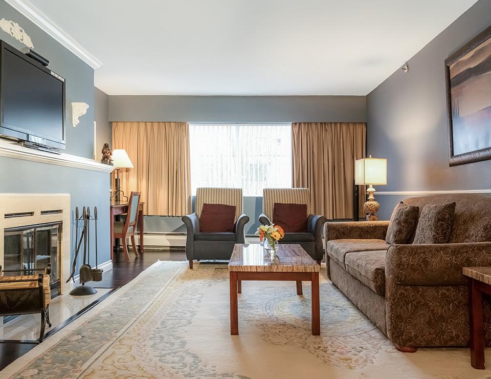 2b K livingroom.jpg