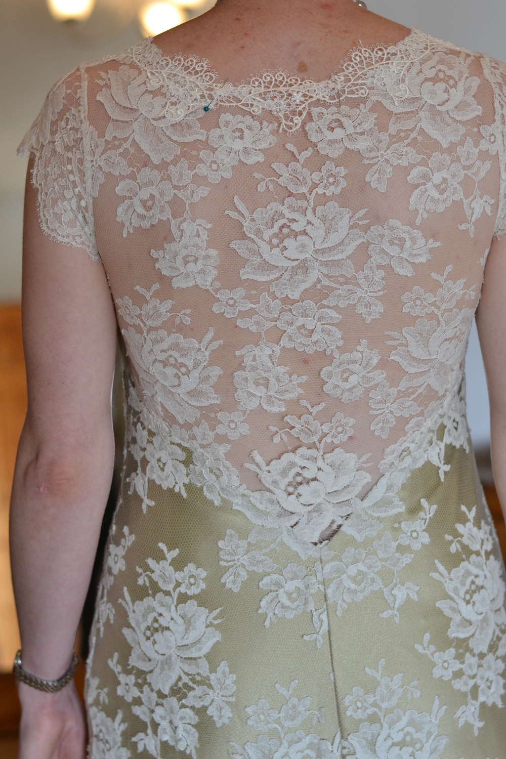 Delicate all lace dress back with rose motifs and guipere lace edge