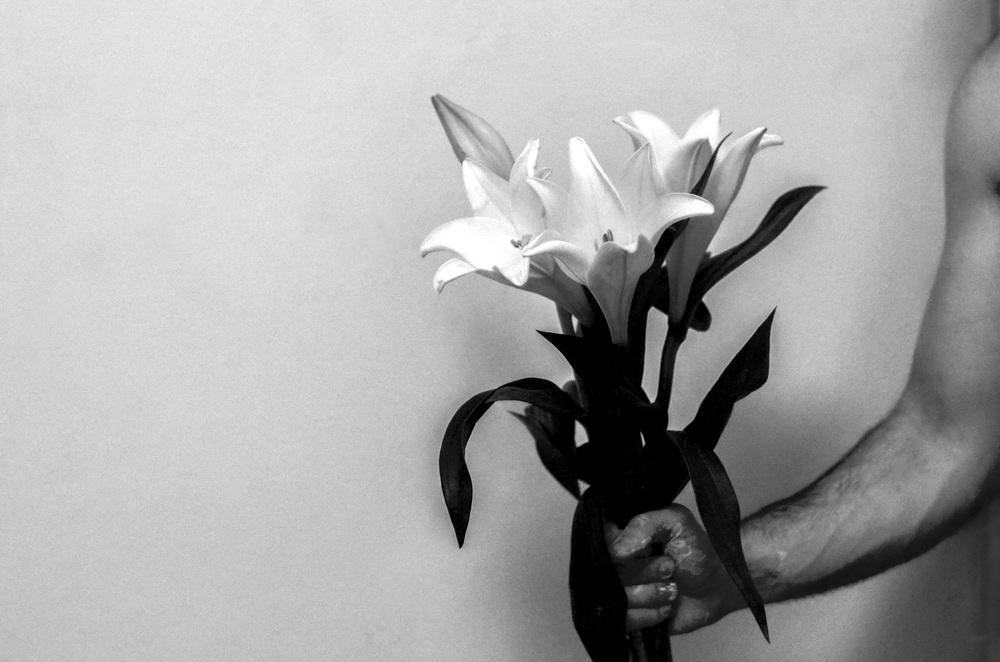 Holding Lilies. Ella Leshman Photography