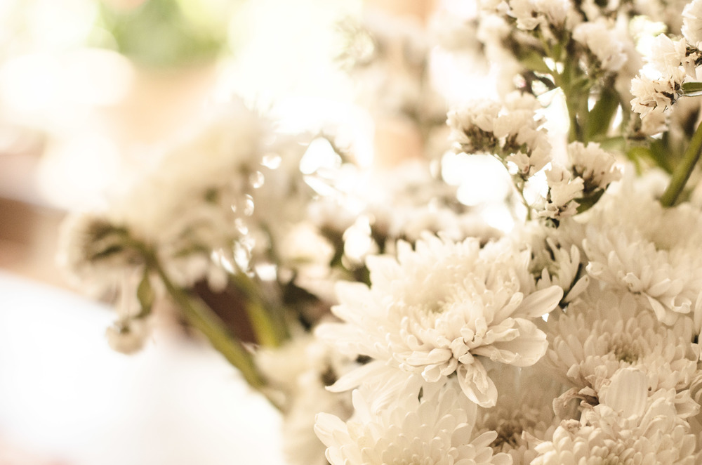 White Chrysanthemum & White Limonium Sinuatum