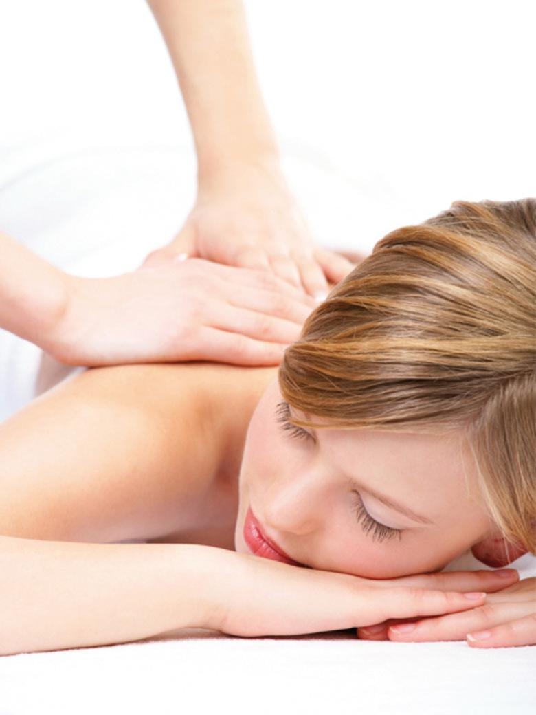 Le-massage-a-l-huile-de-sapin-du-spa-Rituel-des-Sens_exact780x1040_p.jpg