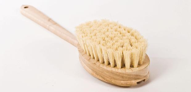 Cepillo de cerdas naturales.