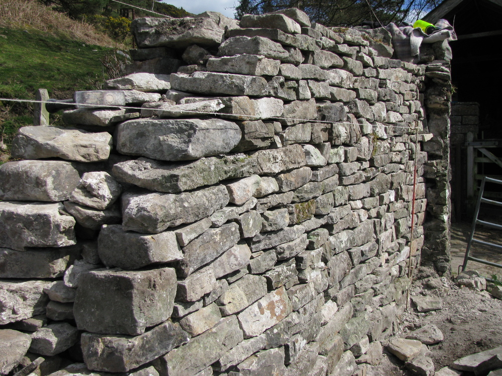 Estate wall reconstruction