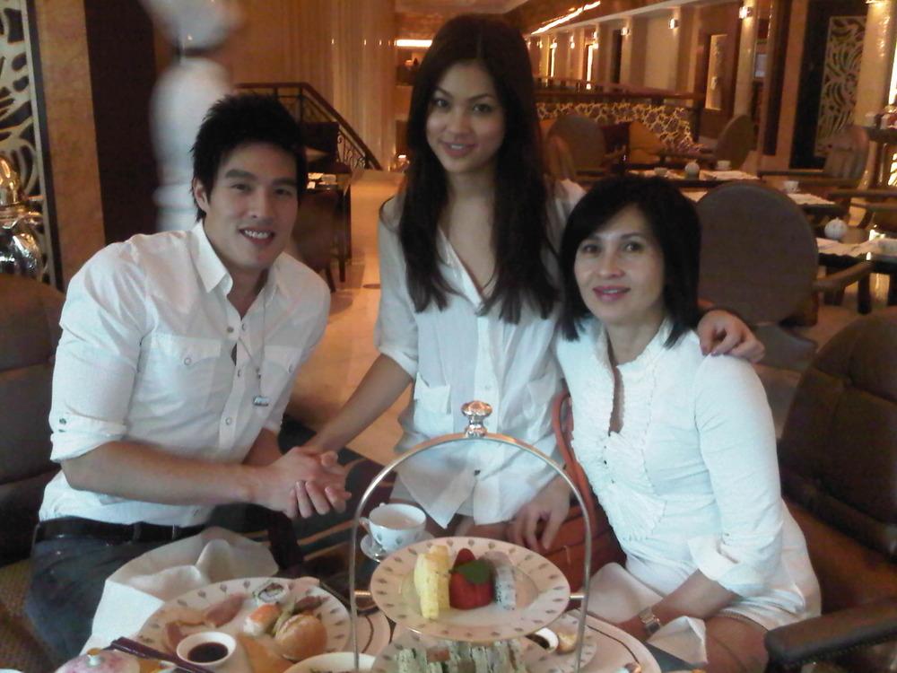 Natasha's family visiting her in Singapore