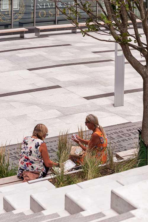 Roemer-Plaza_Suffolk-Unviersity-Landscape_0399-cpp-0262_KMDG.jpg