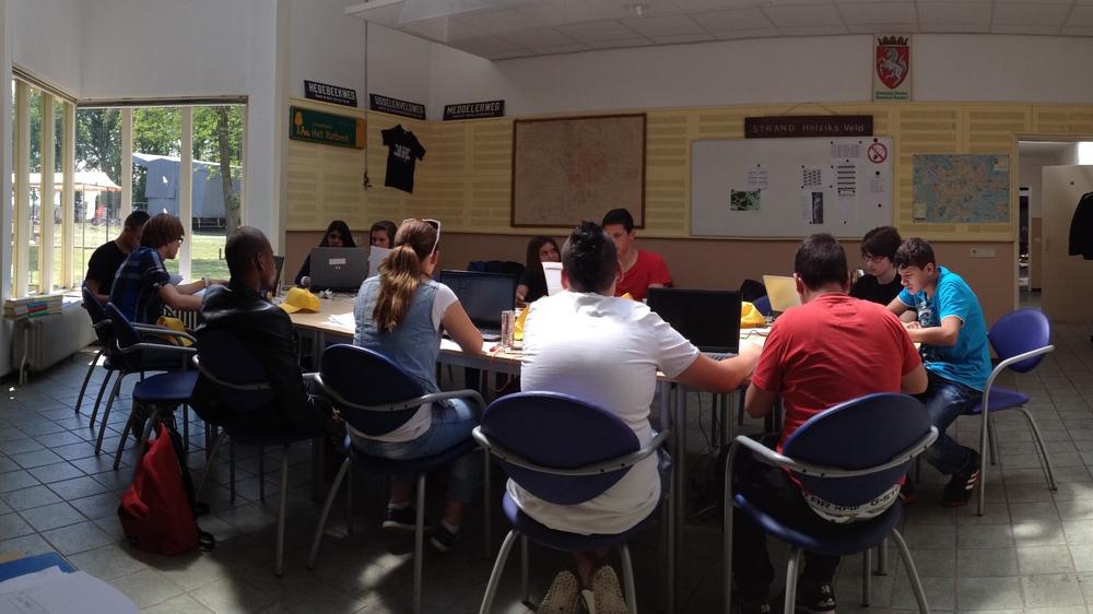 In het zenuwcentrum worden alle scores van de vaardigheidsproeven verwerkt door studenten van het ROC Handel en Administratie.