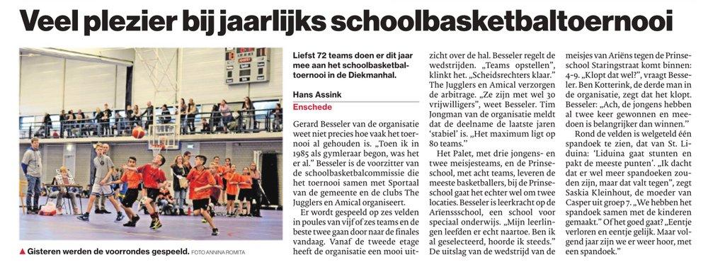 Schoolbasketbal in de Tubantia van donderdag 28 december, door Hans Assink.