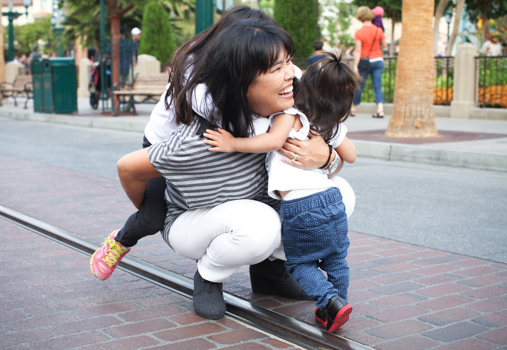 Vacation photographer in Disneyland. Family photos in Disneyland. Hire a photographer.