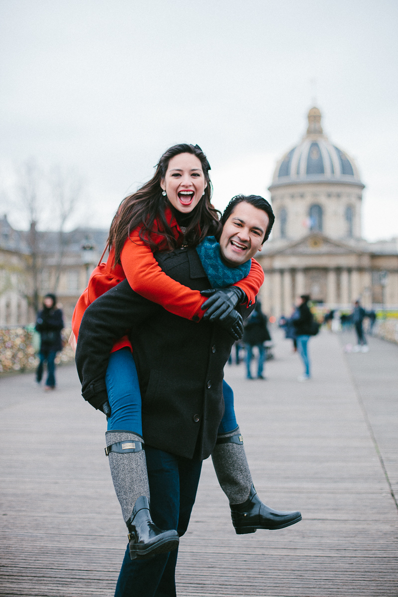 Anniversary Photos. Vacation Photographer in Paris. Flytographer