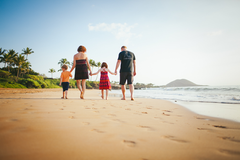 Vacation Photographer in Maui. Flytographer. Destination photographer in Hawaii.