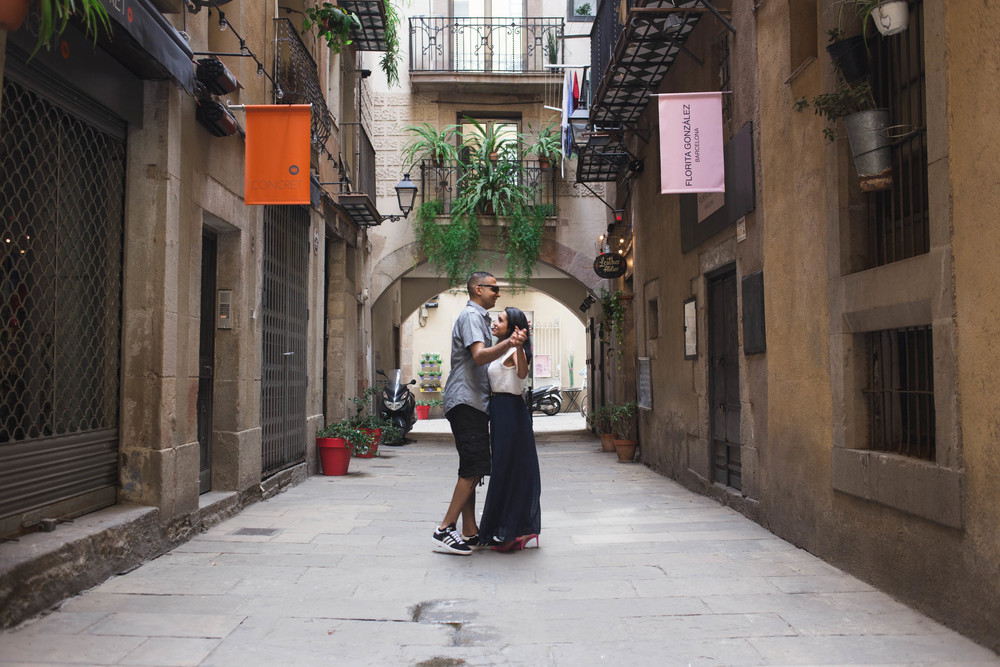 FLYTOGRAPHER | Barcelona Honeymoon Photographer - 5