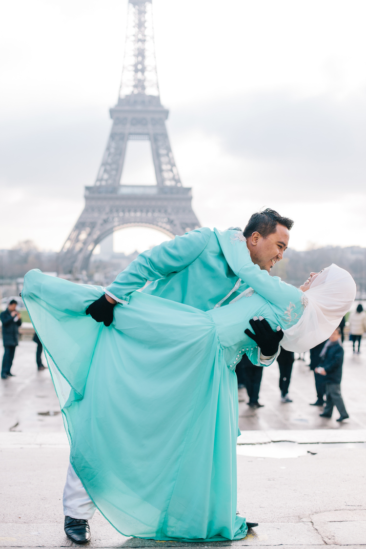Flytographer: Gonçalo in Paris (Blog post here) Hakeem & Hidayah's wedding outfits add life and contrast to the grey background