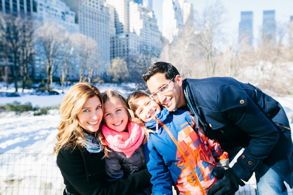 flytographer-family-birthday-nyc-snow
