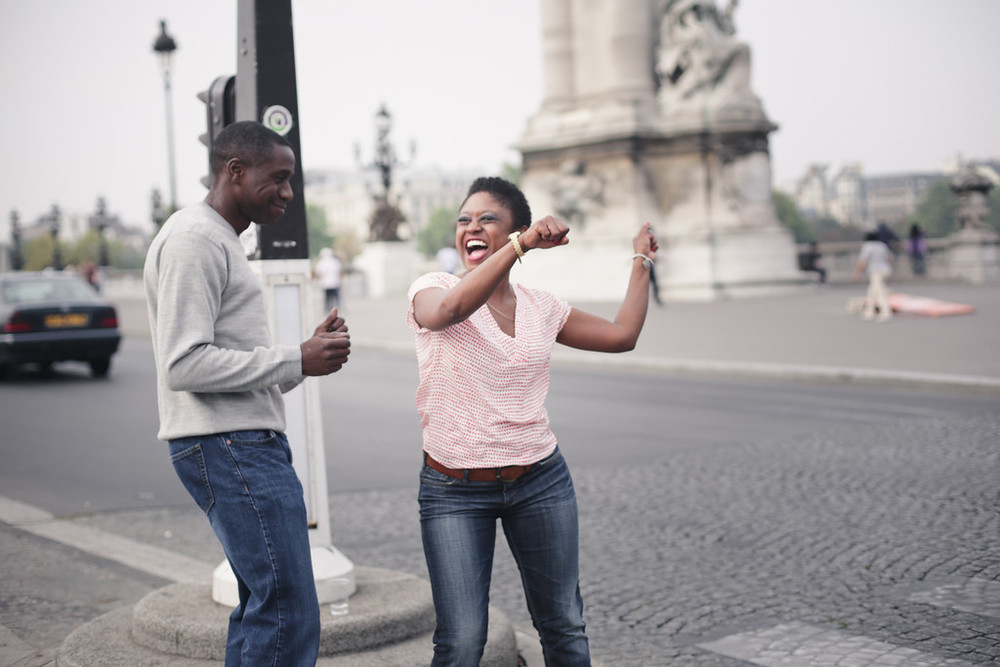 flytographer-paris-couple-anniversary-dancing