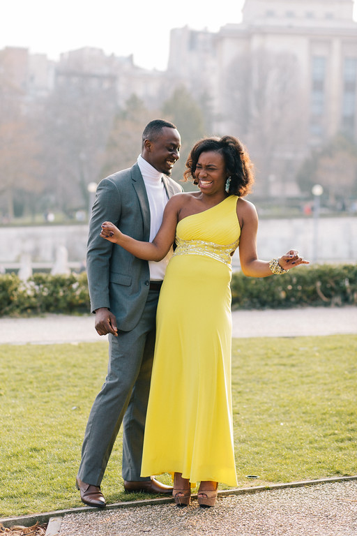 flytographer-paris-couple-anniversary-yellow