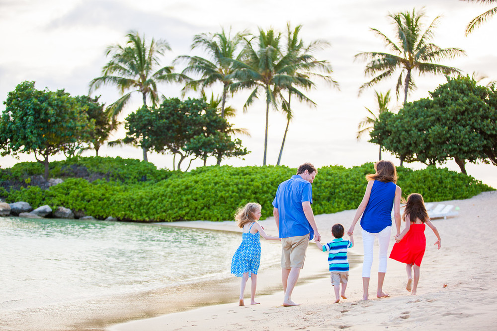flytographer-family-beach-oahu-hawaii
