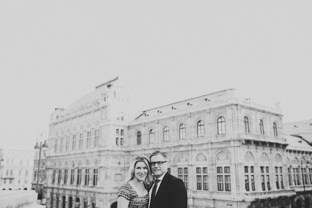 flytographer-romantic-birthday-couple-vienna-austria
