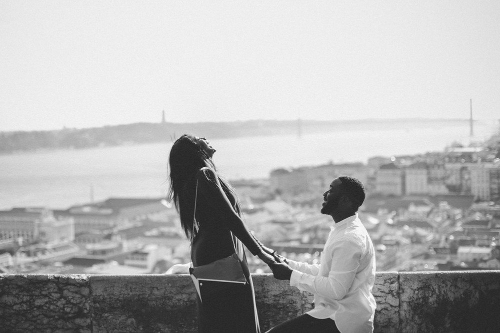flytographer-lisbon-proposal-love-couple