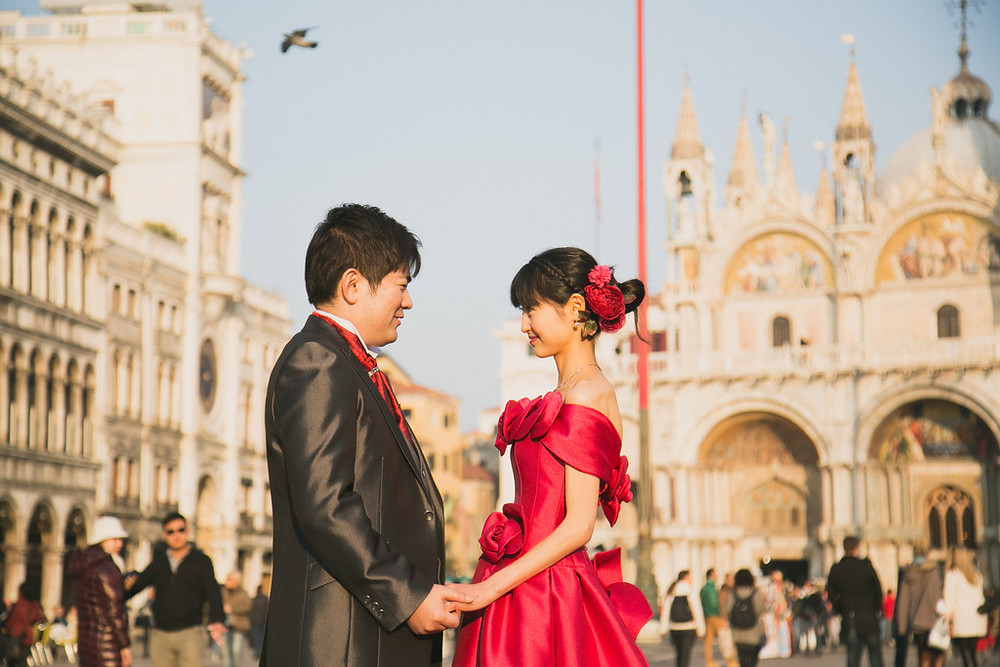 flytographer-venice-honeymoon-couple-san-marco