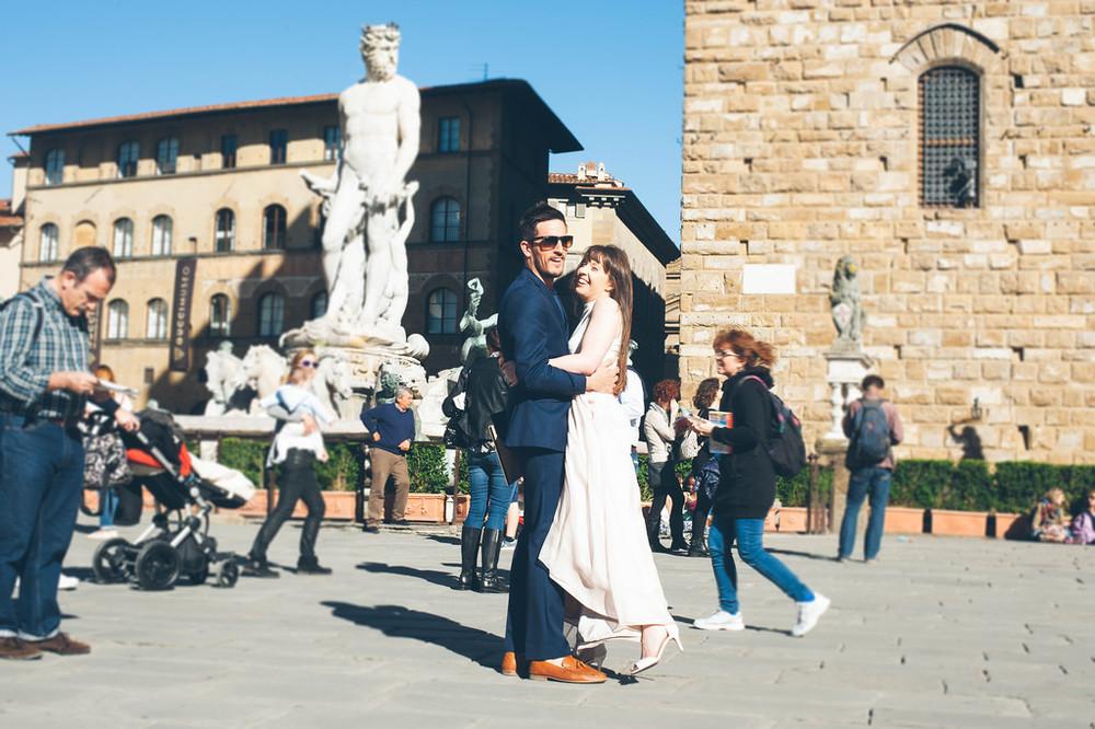 flytographer-florence-honeymoon-couple-love
