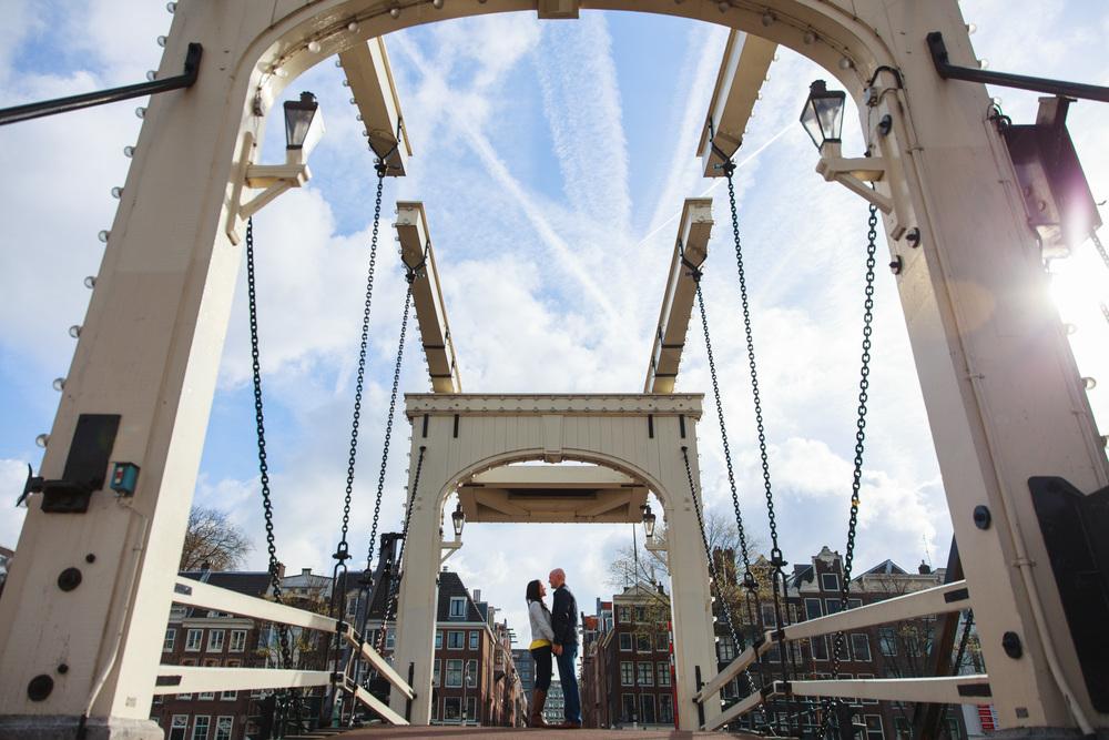 flytographer-anniversary-couple-love-amsterdam-netherlands