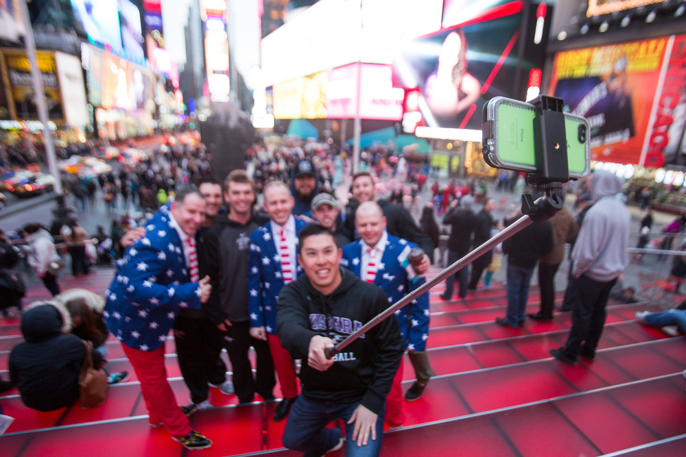 flytographer-brothers-family trip-times square-NYC