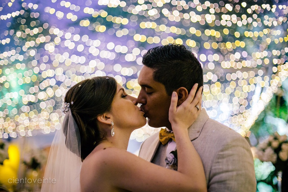Alejandro sent us some photos from the wedding!