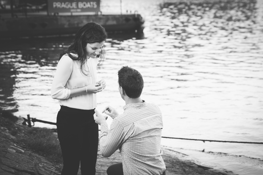 flytographer-proposal-couples-love-prague-charles bridge