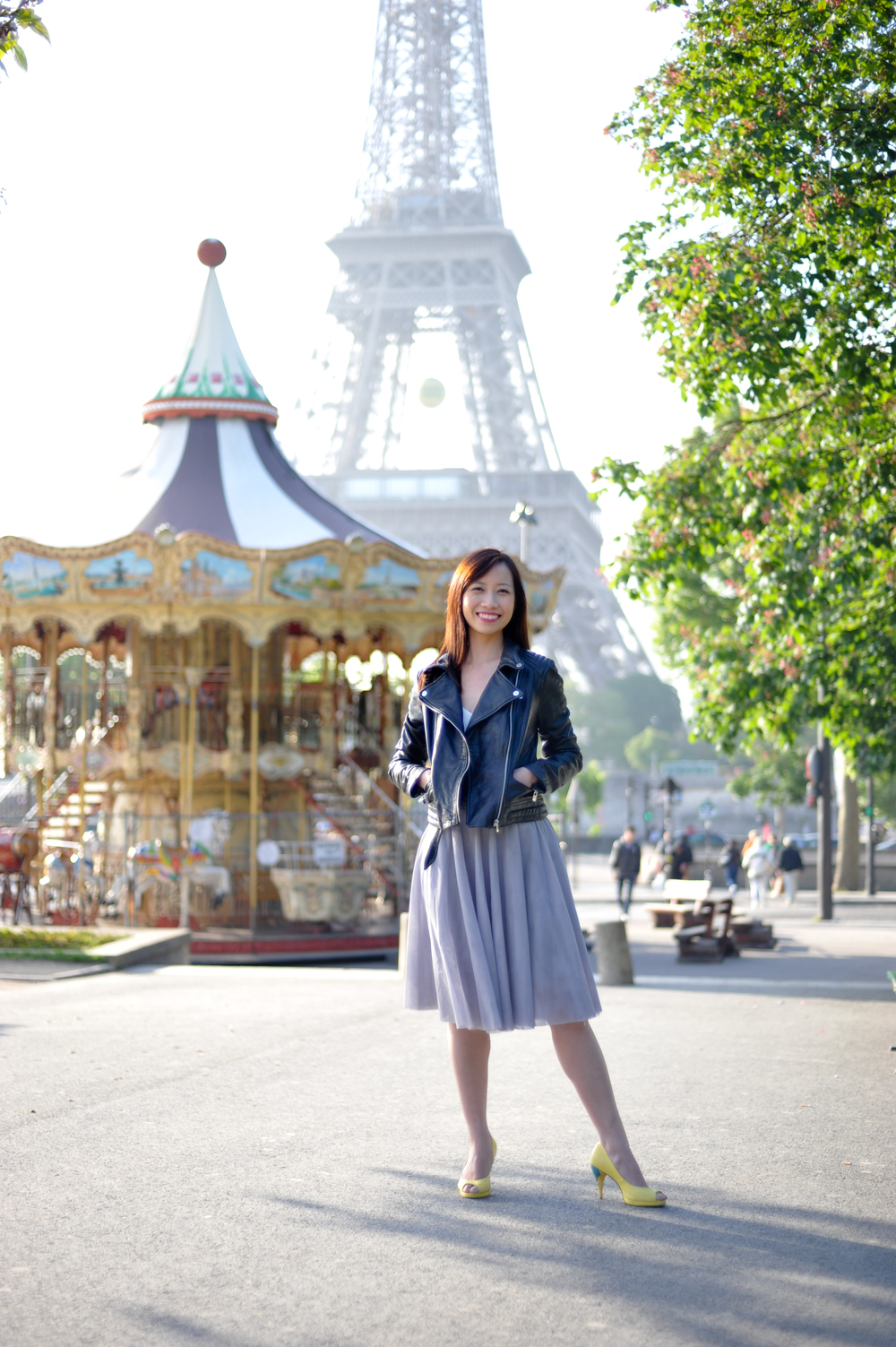 Stylish solo traveller in Paris