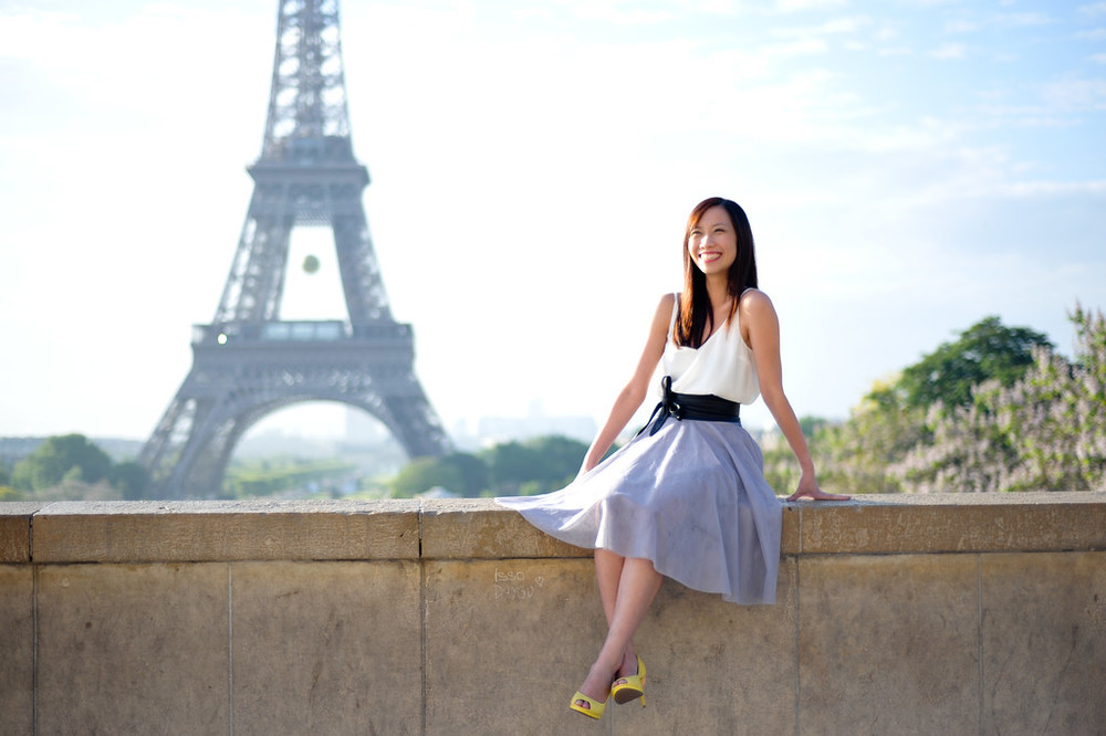 Sos traveller in Paris with Eiffel Tower