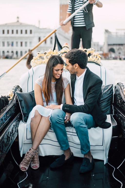 Surprise romantic proposal on Gondola in Venice