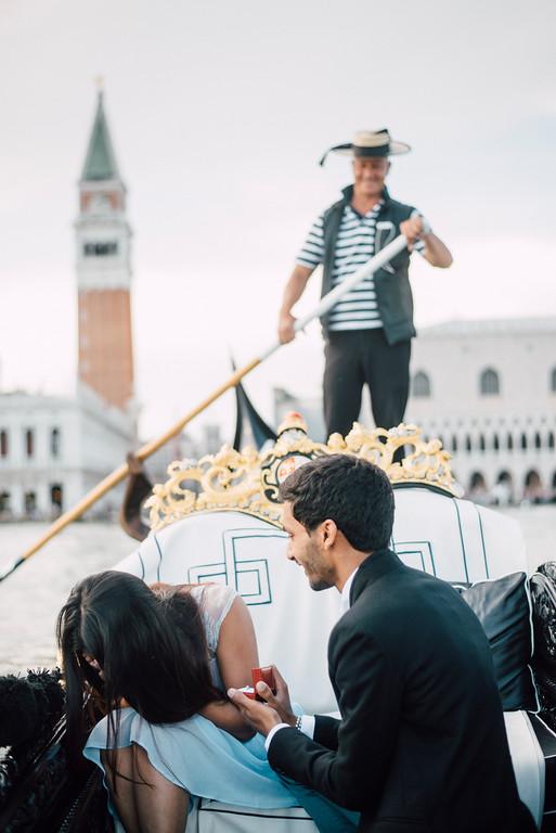 romantic surprise proposal on Gondola