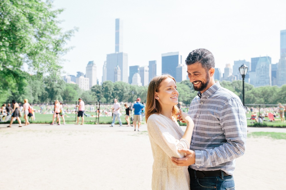 couple in NYC travel Flytographer