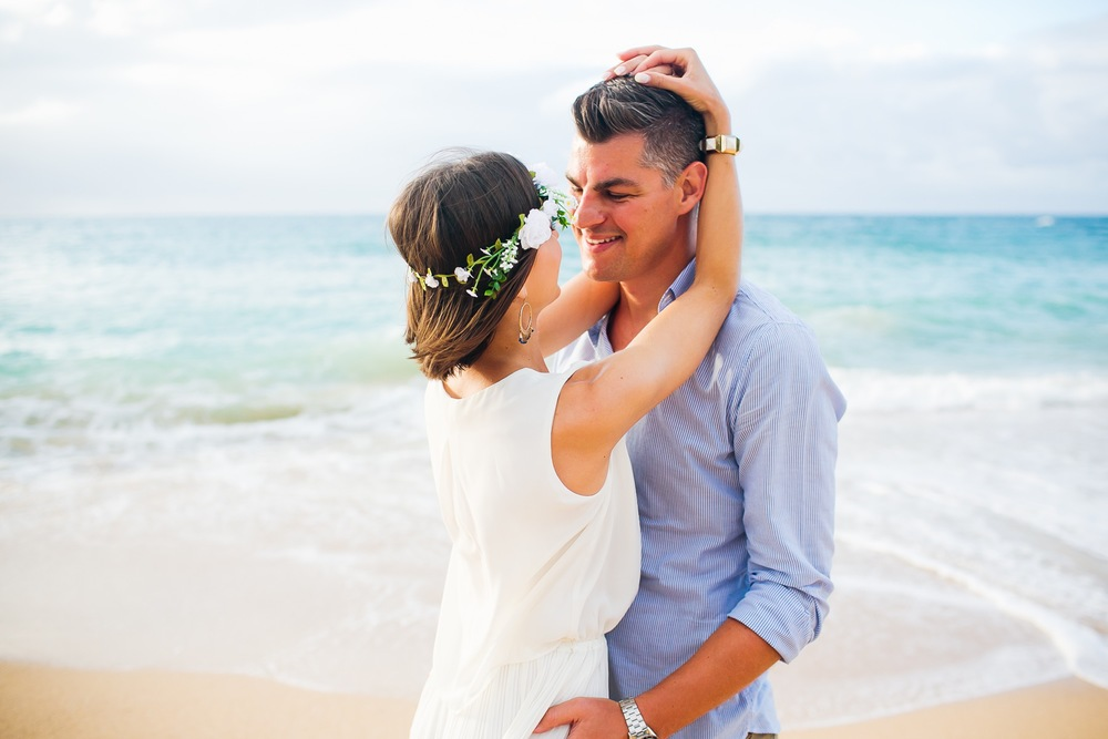 Surprise Birthday Shoot for Second Honeymoon in Maui! Photographer: Naomi Sheikin for Flytographer Click on the image to see the full story!