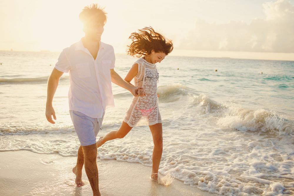 FLYTOGRAPHER Honeymoon Photographer in Cancun